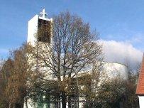 Im Süden der Stadt die Kirche Maria-Königin-des Friedens